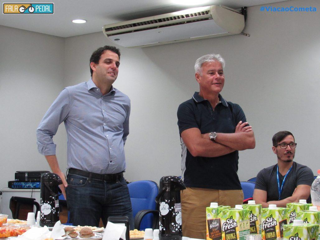 Gustavo Rodrigues e FernandoGuimarães Diretor Executivo ouvindo as histórias de cada um